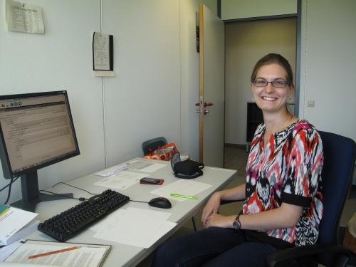 Sophie Schram in ihrem Büro